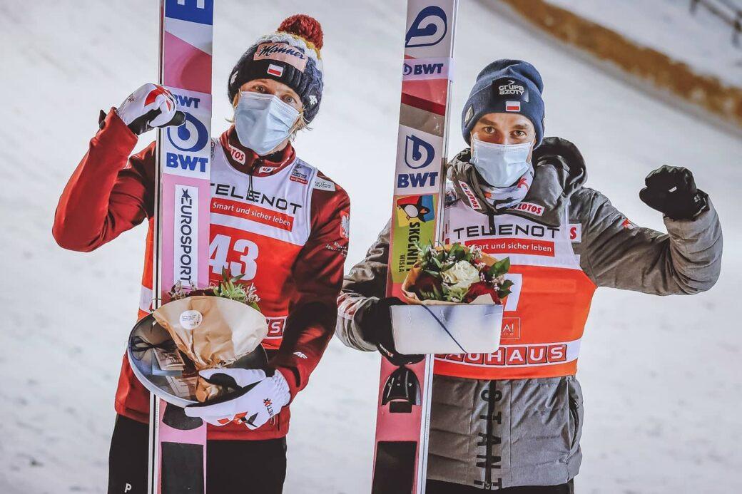 Dawid Kubacki i Piotr Żyła podium Kussamo